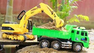 รถแม คโคร รถด ม ขนไม ก อสร างสะพานข ามแม น ำ trucks for children construction toy