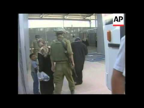 Palestinians Stranded At Egyptian Border Cross Into Gaza From Israel At Erez Crossing