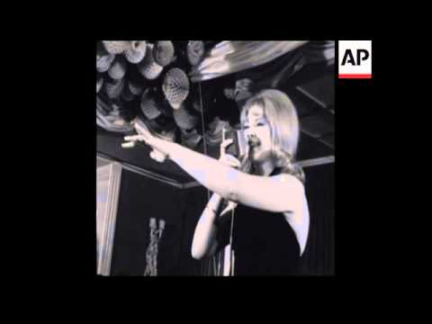 CAN 071 MANDY RICE DAVIES PERFORMS IN MUNICH CABARET
