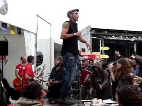 Download Es Lo Que Hay - C'est pas grave @ Fête de l'Huma 2008