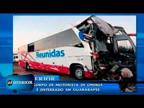 Motorista morto em acidente de ônibus e caminhão é enterrado