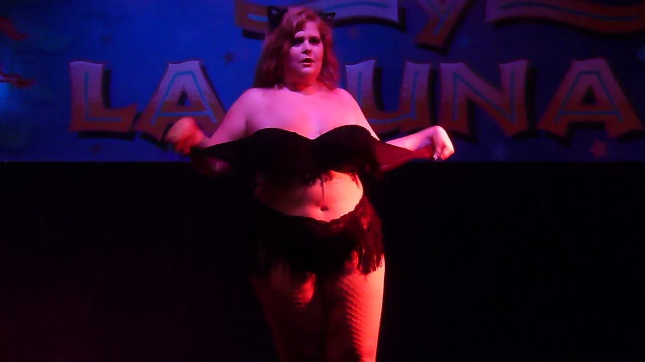 Bbw grinds to burlesque music