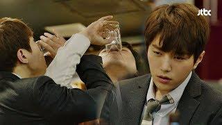 """[취중진담] 맥주 한 잔에 만취한 김명수 """"뭔 개떡같은 소리야?"""" 미스 함무라비 2회"""