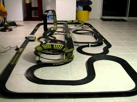 Huge Slot Car Racing Set With Tyco 440 X2 Indy 5