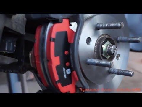 Как поменять передние тормозные колодки на Hyundai Solaris .