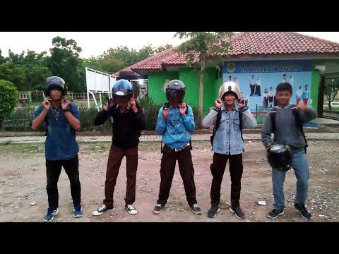Lagi VIRAL ! Goyang Pake Helm !! Helm Dance Challenge __ Joget Haters tai kambing