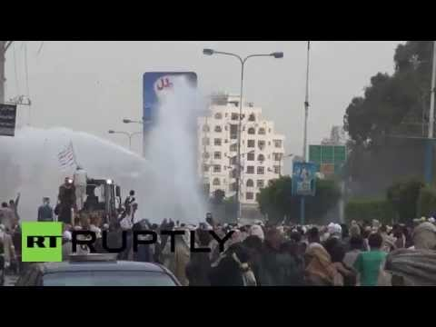 Yemen: Houthi protesters clash with riot police in Sana'a