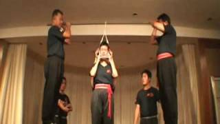 Repeat youtube video Woman hung for 3 minutes and other Chi demos