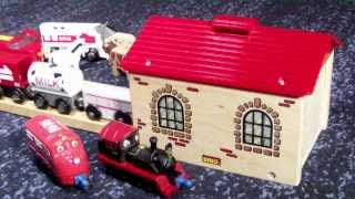 Brio Holzeisenbahn Magischer Lokschuppen / Brio Wooden Train Magic Engine Shed Hd