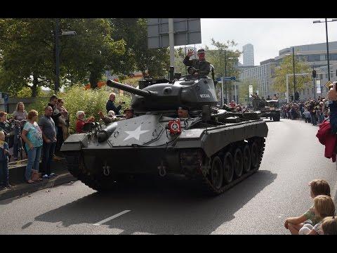 Grote historische optocht Market Garden met 500 legervoertuigen door Eindhoven | 14-09-2014