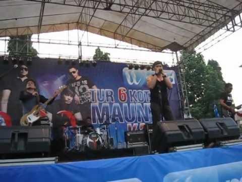 ADA Band - Takkan Bisa @ Alun-Alun Simpang 7, Kudus.AVI