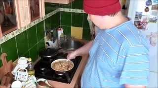Ленивые макароны + обзор сковороды с керамическим покрытием(Дорогие дамы и господа! Кормите друг друга, делайте кулинарные сюрпризы. Об этом данное видео. Эпическое..., 2015-02-07T15:19:34.000Z)