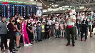 Российские туристы в Таиланде просят помощи с вылетом на родину