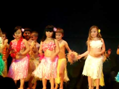 6-year old talented children cook island dancing