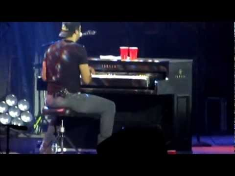 Luke Bryan in Concert- Everything that Glitters is Not Gold