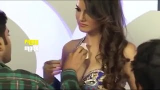 Download Video দেখুন Sunny Leone দুধে তে মেকআপ দেয় MP3 3GP MP4