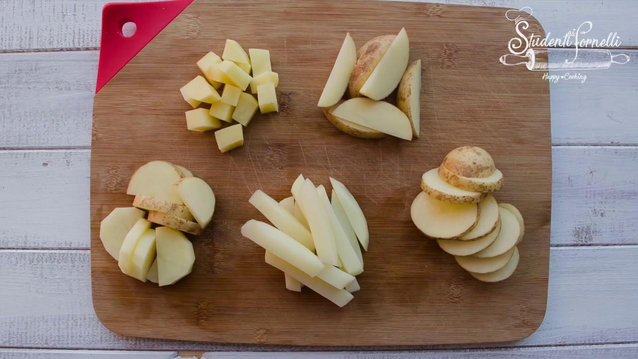 Sformato di patate preparato con patate crude a fette ...