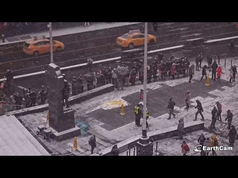 We have snow in town today [Live Cam] NYC Time Square