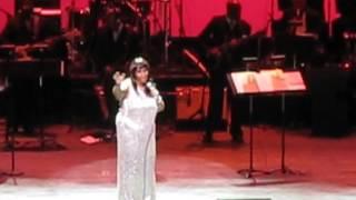 Aretha Franklin dancing
