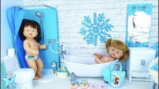 Ani y Ona estrenan baño de Frozen y aprenden a bañarse con canciones infantiles