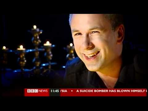 Spencer Kelly cracks up on BBC's Click (21.5.11)