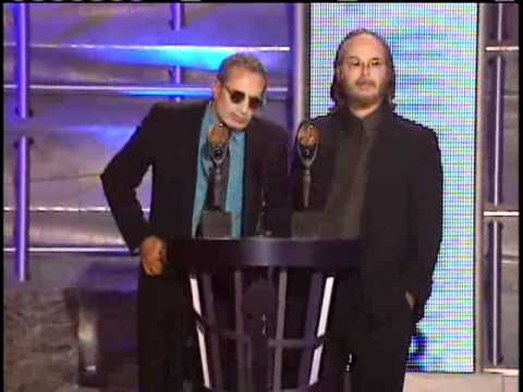 Steely Dan accepts award Rock and Roll Hall of Fame Inductions 2001