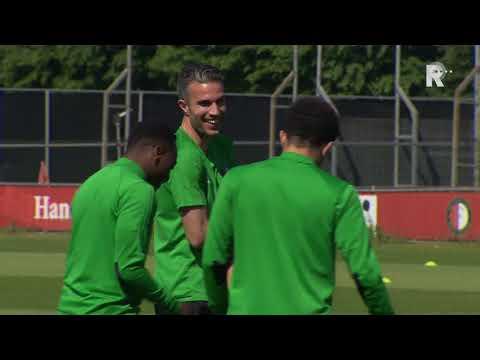 Feyenoord-fans blij met doorgaan Van Persie