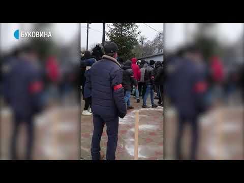 Суспільне Буковина: Поліція проривається на територію храму в Михальчі