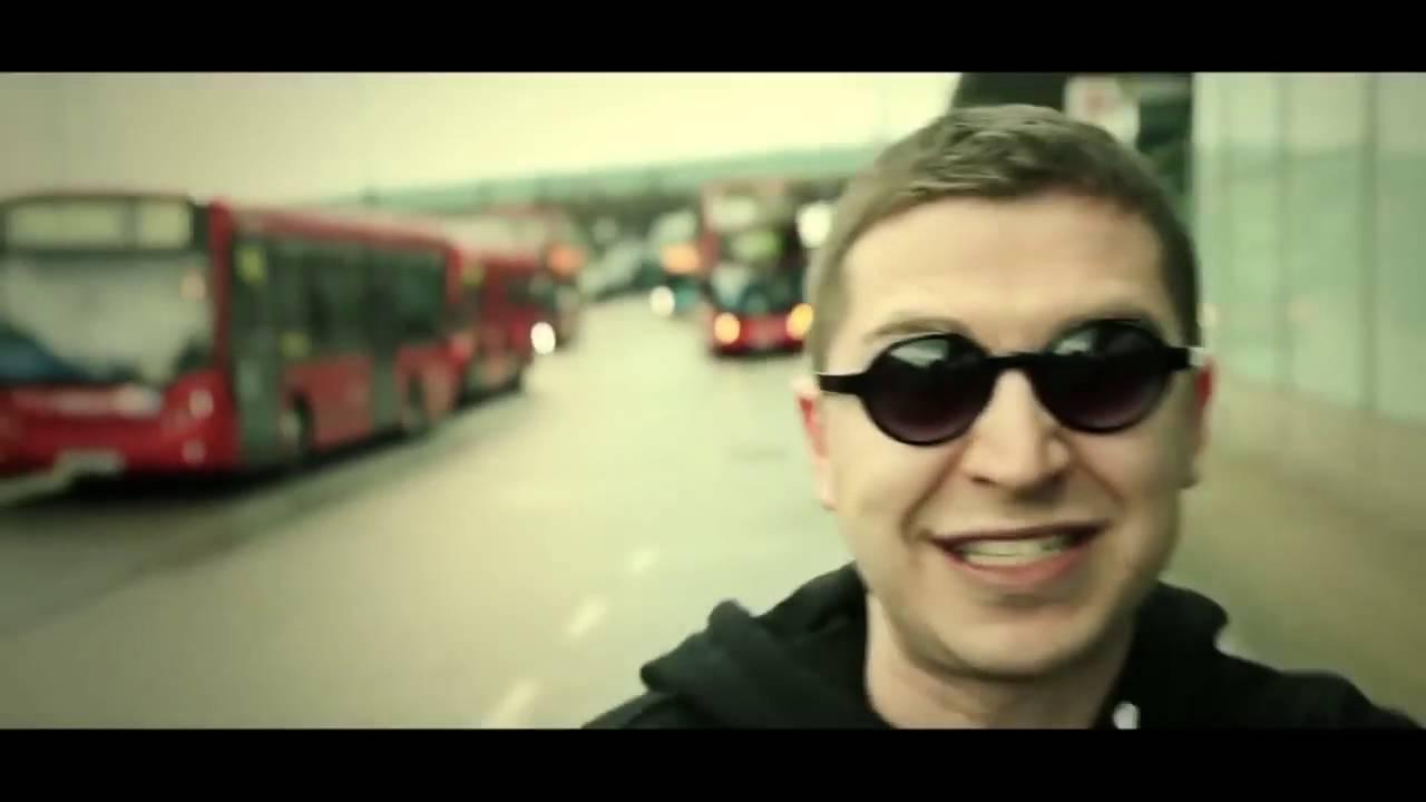 видео девственница орет во всю глотку на русском