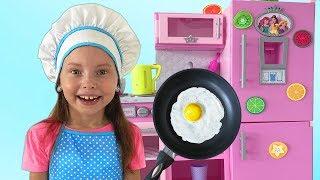 Alice juegan con cocina de juguetes con amigos | Compilación historias para niños