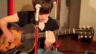 """""""Shackles"""" Living room jam session - Tyler Bryant & The Shakedown"""