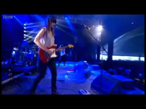 Warpaint - Composure // Undertow (live @ Reading 2011)