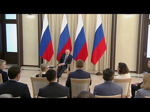 Президент встретился с представителями деловых кругов.