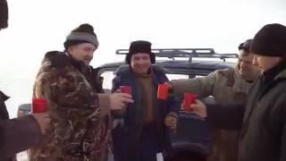 Тост довбо.ба на зимовій рибалці.
