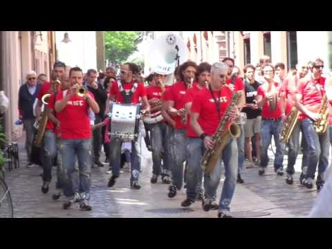 Jazz Band Marching in Ravenna Italy - Funk Off Music
