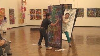 フィリピイン出身の現代美術家、エリザベス・ロブレスさん(57)が主宰...