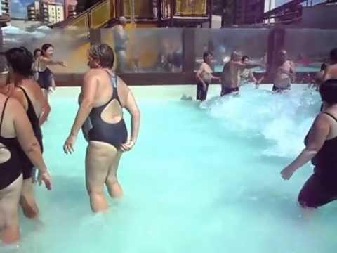 Acidente Horrivl na Piscina de Onda do Water Park  YouTube
