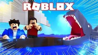 SHARK ATTACKS CHRISTIAN AND JEAN NO ROBLOX!!!
