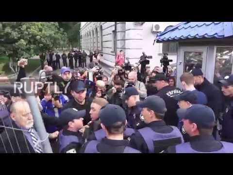 Ukraine: Protesters try to block Russian citizens from voting at Kiev embassy