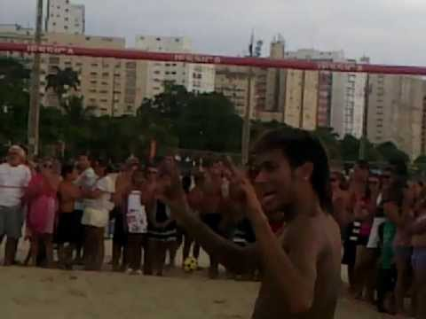 neymar na praia jogando futvolei - ferias 2012. mp4