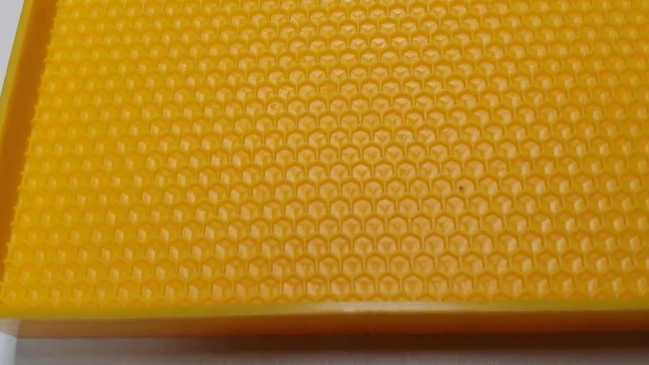 Cuadros langstroth hoffman con lamina de pl stico youtube for Laminas de plastico para paredes