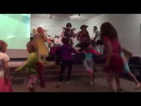 The Shake Ups In Ponyville - The Apple Song Live at Kids Read Comics 2015!