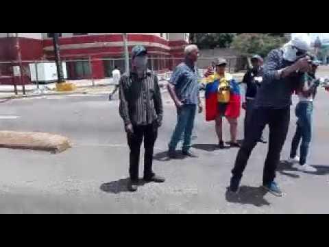 Maracuchos realizan sancocho durante trancazo #28Jun