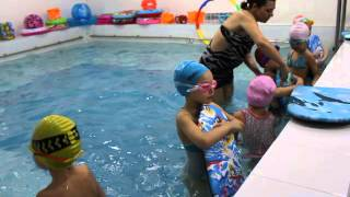 Занятие по плаванию в детском саду
