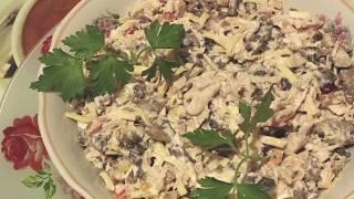 Вкусненький салат с яичными блинчиками из доступных ингредиентов.