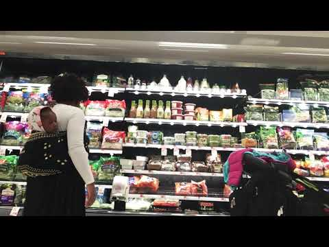 AFRICAN MOM GROCERY SHOPPING|African baby wearing|Piggy-back ride😊