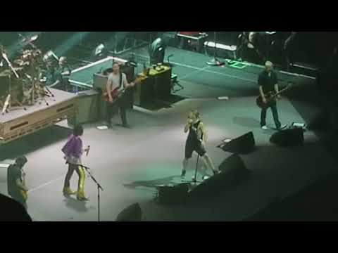 Foo Fighters with The Struts - Under Pressure