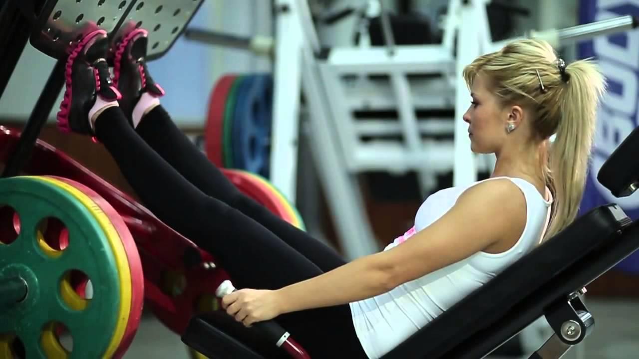 №129 — Жим ногами угол 45° (тренажер Гаккеншмидта) - YouTube
