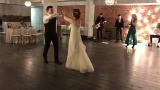 Замечательный простой свадебный танец.