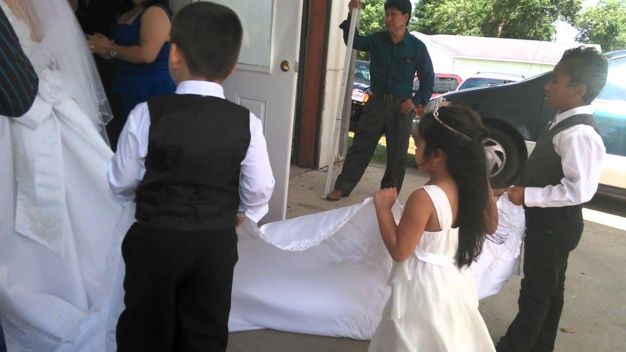 La cola del vestido de novia - YouTube